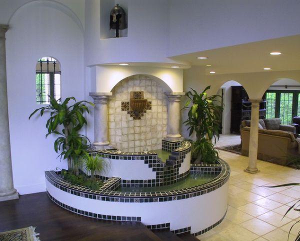 круглый угловое фонтан в помещении