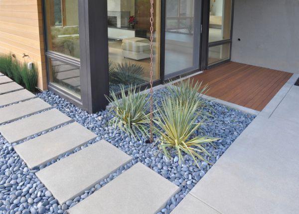современный сад с камнями