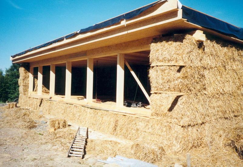 безкаркасная конструкция соломенного дома