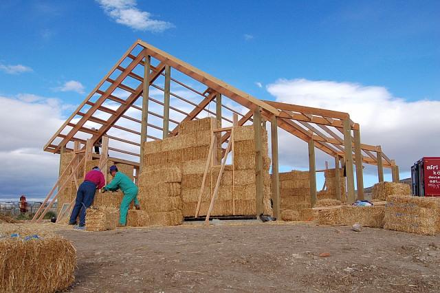 каркасная конструкция соломенного дома
