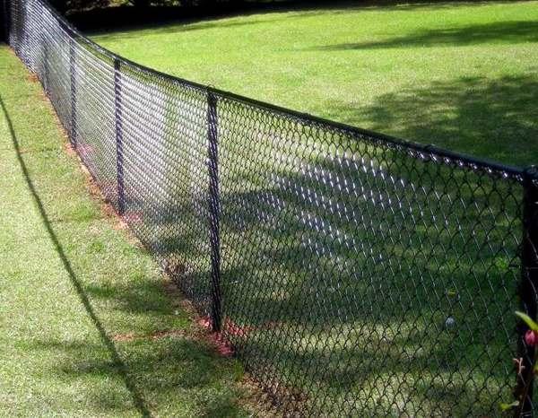 Как сделать забор из сетки рабица своими руками