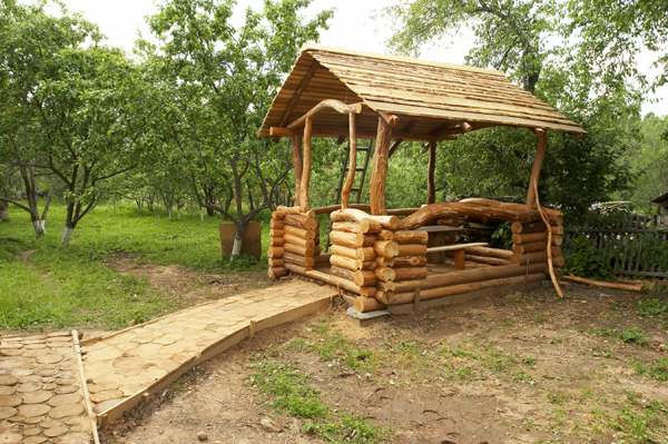 беседка на даче из дерева