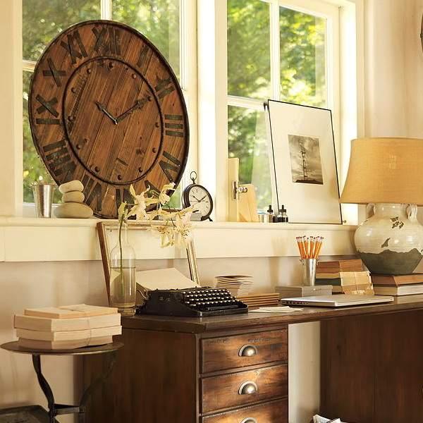 винтажные часы в интерьере домашнего офиса