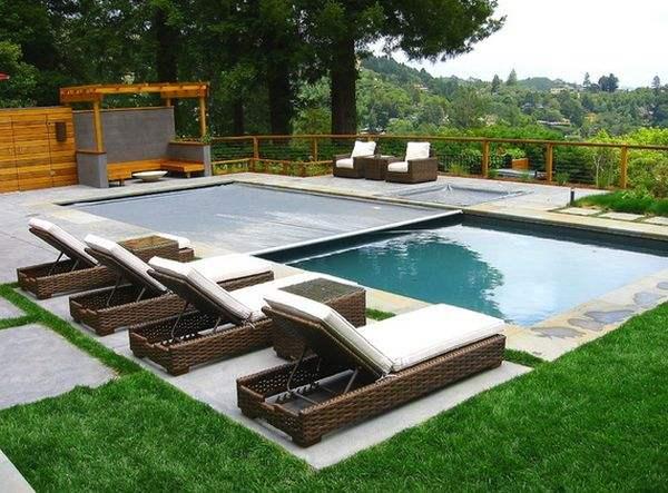 Автоматическим накрытием для бассейна легче управлять, но оно более дорогое.