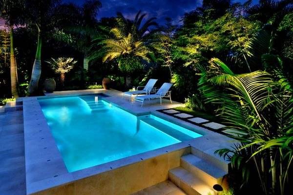 Нежное освещение создает приятную романтическую атмосферу.