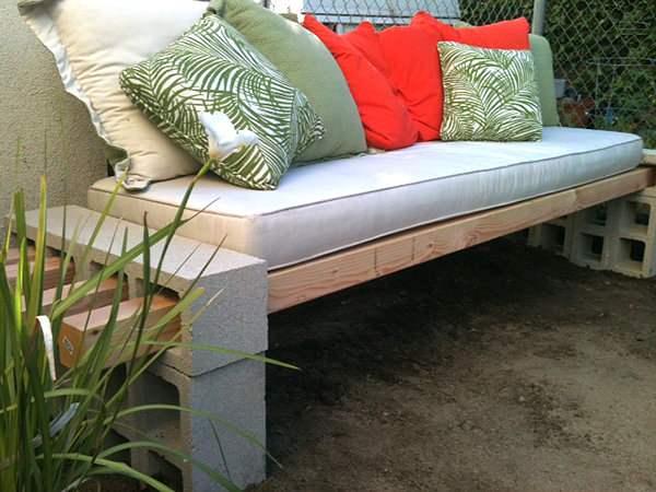 Скамейка из бетона и шлакоблоков, сделанная своими руками