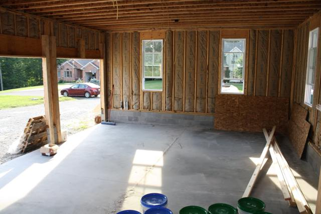 пол в деревянном гараже