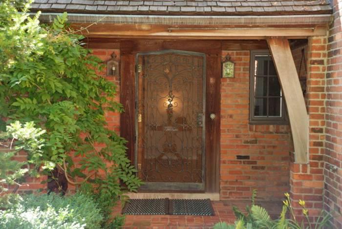 Входная дверь для дачи