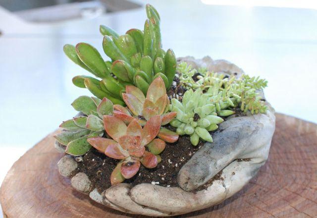 Рука из бетона для сада своими руками