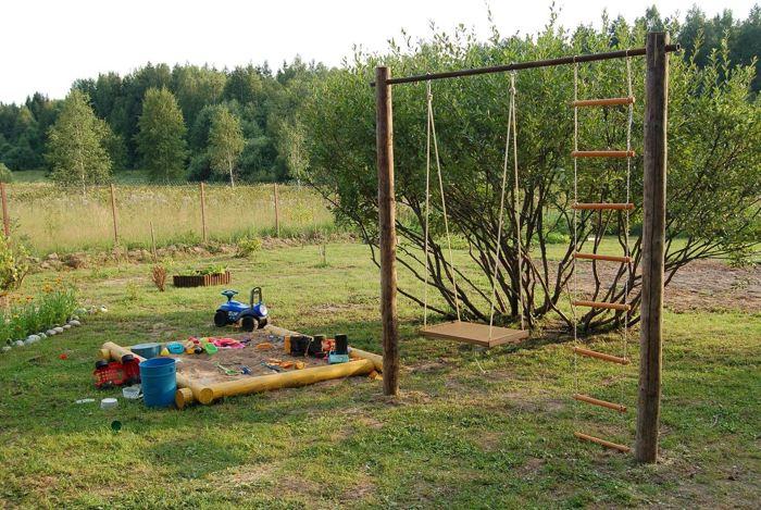 Качели и песочница для детей на даче