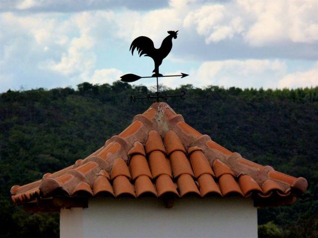Флюгер петух на крыше