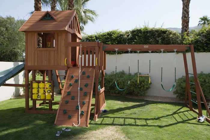 Как сделать домик для детей на даче