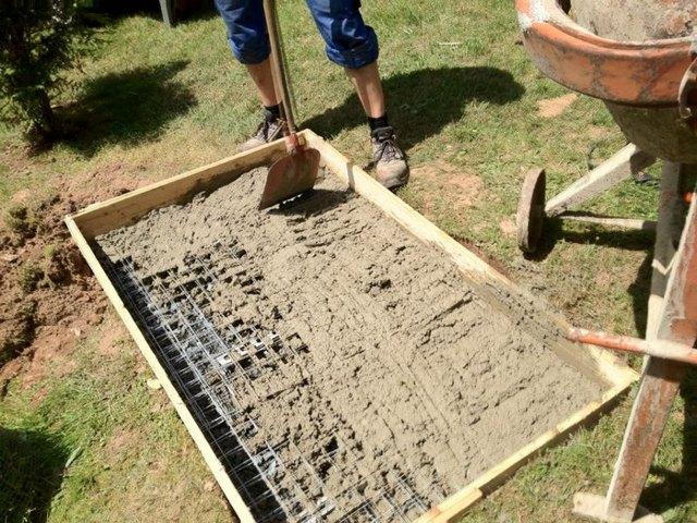 Заливка бетоном фундамент для мангала