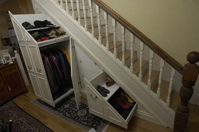 Обустройство ящиков под лестницей