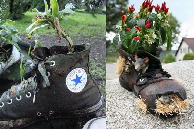Клумба для цветов из старых ботинок