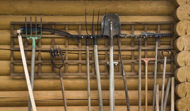 Khraneniye sadovogo instrumenta