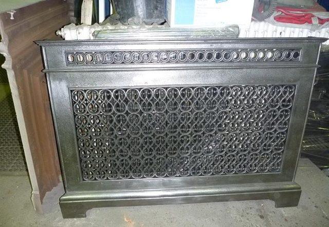 metallicheskiy ekran na radiator otopleniya