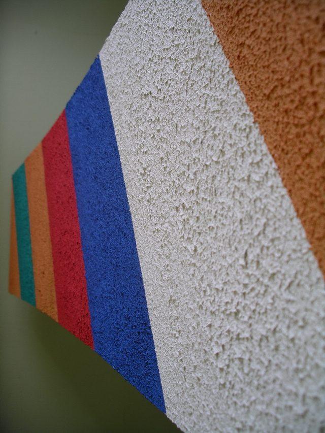 Окрашенная стена в разный цвет