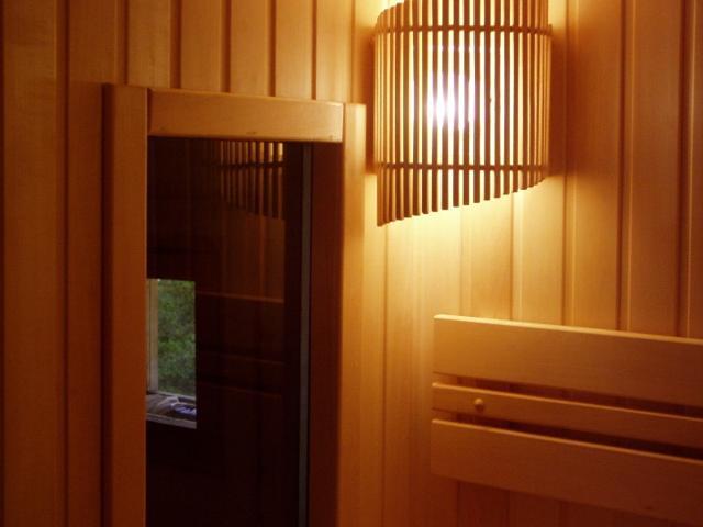 reshetka na svetilnik v banyu