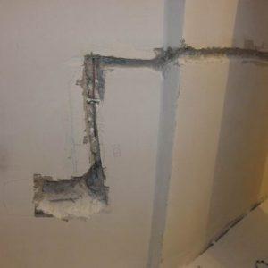 Штробление стен под проводку и розетки своими руками