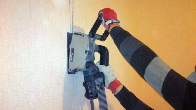 штробление стены штроборезом