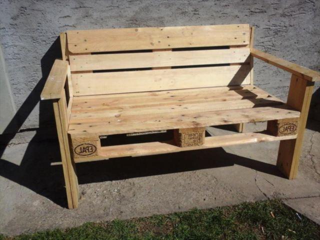 Скамейка со спинкой из паллет